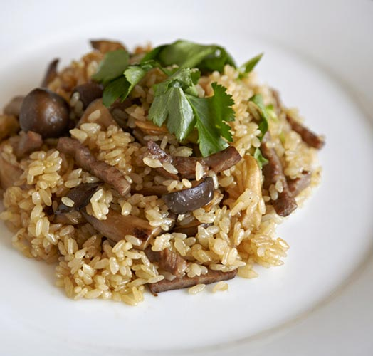 Japanese-style pilaf with beef and Japanese mushrooms of the season